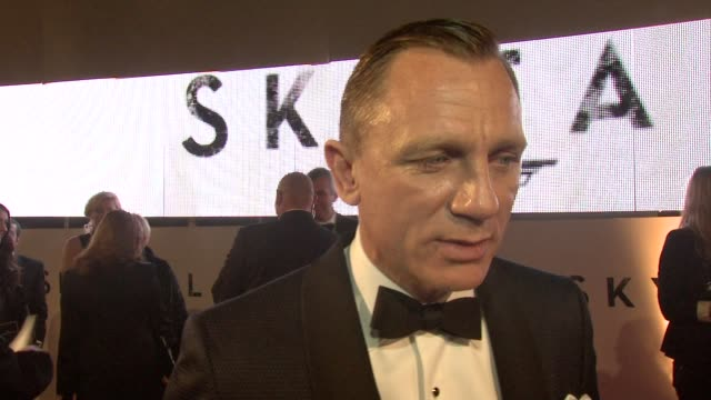 daniel craig on the film being british wanting to tell a good story at 'skyfall' royal world premiere at royal albert hall on october 23 2012 in... - skyfall 2012 film stock videos and b-roll footage
