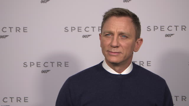 vídeos de stock, filmes e b-roll de interview daniel craig on the new bond film 'spectre' at bond 24 spectre on december 04 2014 in london england - james bond trabalho conhecido