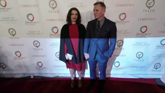view daniel craig rachel weisz kelly bensimon at daniel craig and rachel weisz cochair the opportunity network's 11th annual night of opportunity... - chance stock-videos und b-roll-filmmaterial