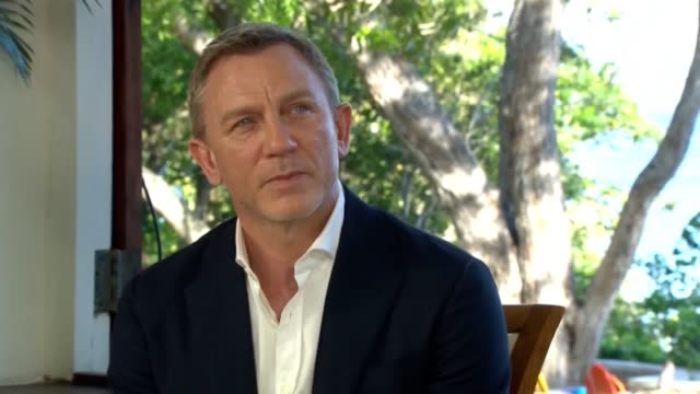 vídeos de stock, filmes e b-roll de daniel craig to become longestserving james bond the actor will have held the role longer than any of his predecessors - daniel craig ator