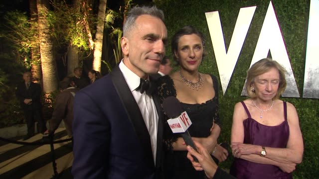 vídeos de stock, filmes e b-roll de interview daniel daylewis at the 2013 vanity fair oscar party hosted by graydon carter interview daniel daylewis at the 2013 vanity at sunset tower... - 2013