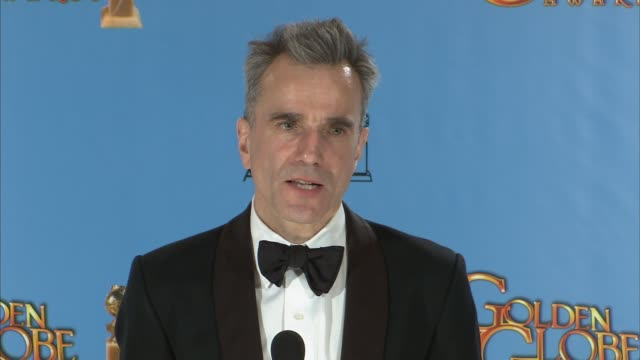 speech daniel daylewis on winning for lincoln at 70th annual golden globe awards press room on 1/13/13 in los angeles ca - 映画 リンカーン点の映像素材/bロール