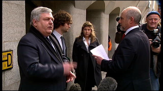 vídeos de stock, filmes e b-roll de daniel morgan murder: family dismiss latest official report as 'useless'; t11031142 / tx london: old bailey: jonathan rees rees speaking to press... - publicação