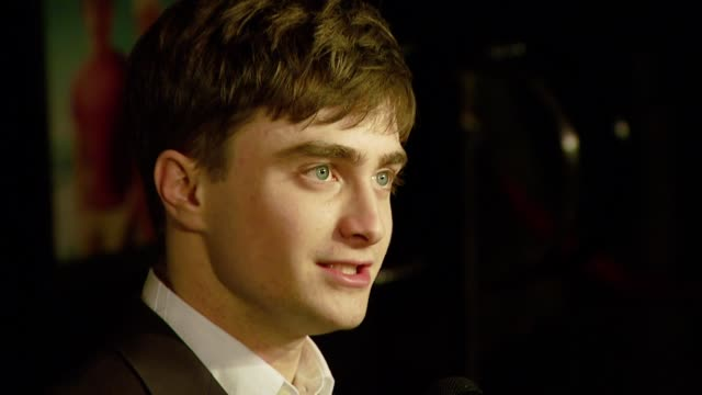 vídeos de stock e filmes b-roll de daniel radcliffe at the 'december boys' los angeles premiere at director's guild of america in hollywood california on september 6 2007 - director's guild of america
