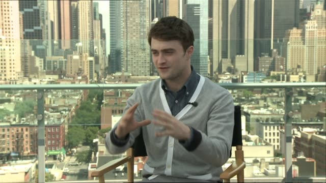 daniel radcliffe on his reaction to watching the final film, alan rickman at the harry potter & the deathly hallows part 2 press conference at london... - アラン・リックマン点の映像素材/bロール