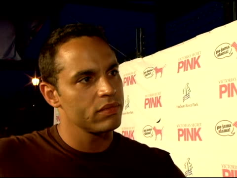 vídeos de stock, filmes e b-roll de daniel sunjata/ actor 'rescue me' on fx he talks about looking forward to seeing ashlee preform the success of 'the devil wears prada' who would be... - rescue me