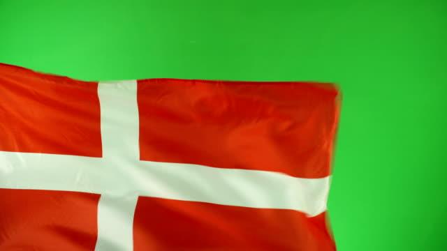 vídeos y material grabado en eventos de stock de 4k: danés bandera en pantalla verde, real video, no cgi - (dinamarca) - danish flag