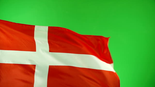 vídeos y material grabado en eventos de stock de la bandera danesa en pantalla verde, video real, no cgi - super slow motion (dinamarca) - danish flag
