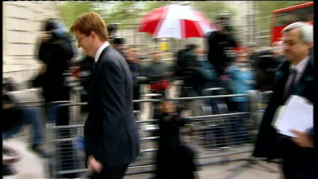 danny alexander mp , chris huhne mp and others arriving for talks - クリス ヒューン点の映像素材/bロール