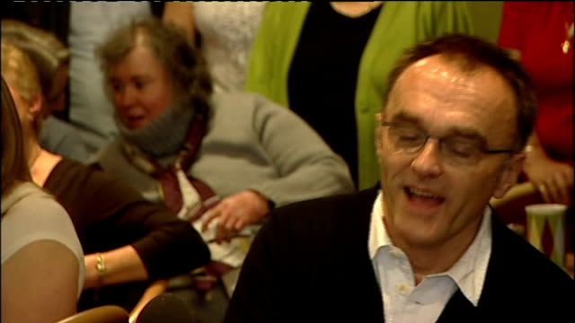 vídeos de stock e filmes b-roll de danny boyle returns to radcliffe social club after winning oscar danny boyle press conference continued sot have responsibility to kids they are... - elbow