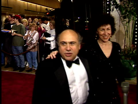 vídeos de stock, filmes e b-roll de danny devito and rhea perlman walking down red carpet and talking to reporter about their favorite jack nicholson film - american film institute