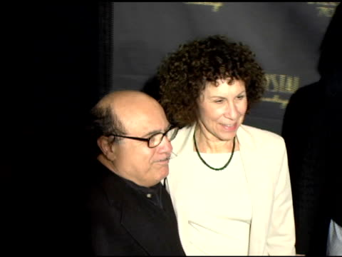 vídeos de stock, filmes e b-roll de danny devito and wife rhea perlman at the los angeles opening night of the tony award winning broadway show billy crystal '700 sundays' at the... - billy crystal