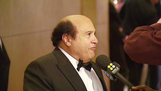 vídeos de stock e filmes b-roll de danny devito at the 2006 annual american cinematheque awards honoring george clooney at the beverly hilton in beverly hills california on october 13... - cinemateca americana