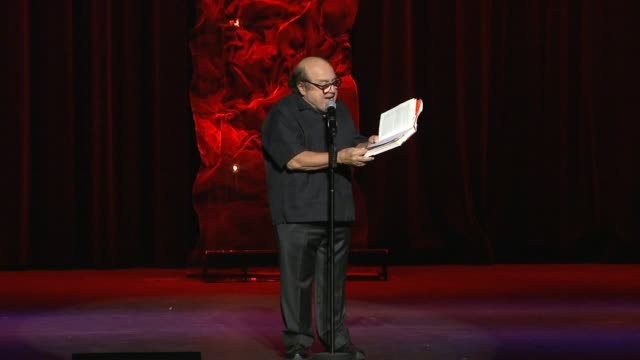 danny devito at the international myeloma foundation's 8th annual comedy celebration benefiting the peter boyle research fund in los angeles, ca... - peter boyle stock videos & royalty-free footage