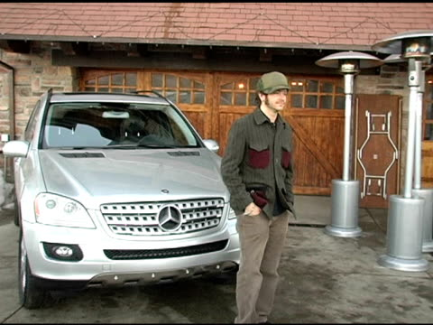 vídeos y material grabado en eventos de stock de danny masterson with the mercedes benz m class at the 2005 park city mercedes benz at the motorola lodge at motorola lodge in park city, utah on... - motorola
