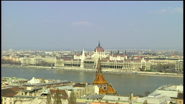 danube river and parliament in budapest - river danube stock videos & royalty-free footage