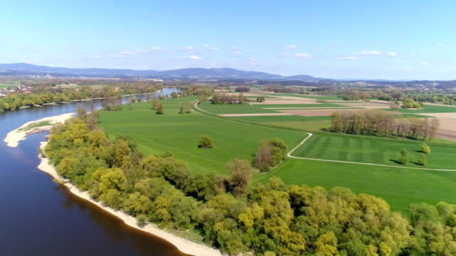 danube river bend near osterhofen-muehlham (muehlhamer schleife) - river bend land feature stock videos & royalty-free footage