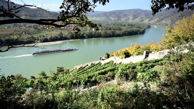 vídeos de stock e filmes b-roll de rio danúbio em wachau; áustria - river danube