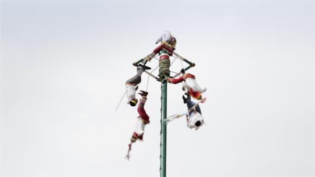 zo, td danza de los voladores (dance of the flyers), or palo volador (pole flying) / puebla, mexico - pole stock videos & royalty-free footage