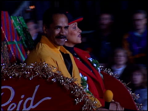 daphne maxwell reid at the hollywood christmas parade on december 3 1995 - sfilata di natale di hollywood video stock e b–roll