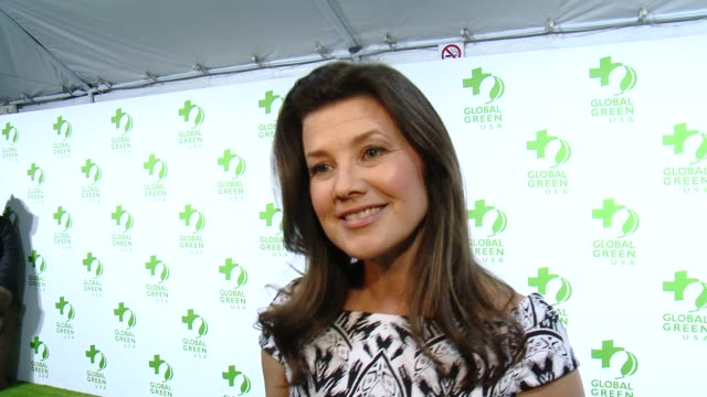 vídeos de stock, filmes e b-roll de interview daphne zuniga on the event and on making the planet greener at the global green usa 12th annual preoscar® party avalon on february 18 2015... - oscar party