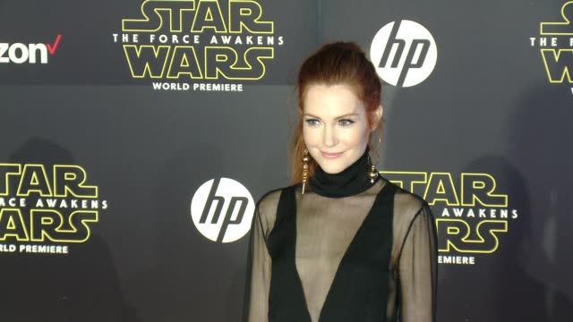 """vídeos de stock e filmes b-roll de darby stanchfield at the """"star wars: the force awakens"""" world premiere at tcl chinese theatre on december 14, 2015 in hollywood, california. - tcl chinese theatre"""