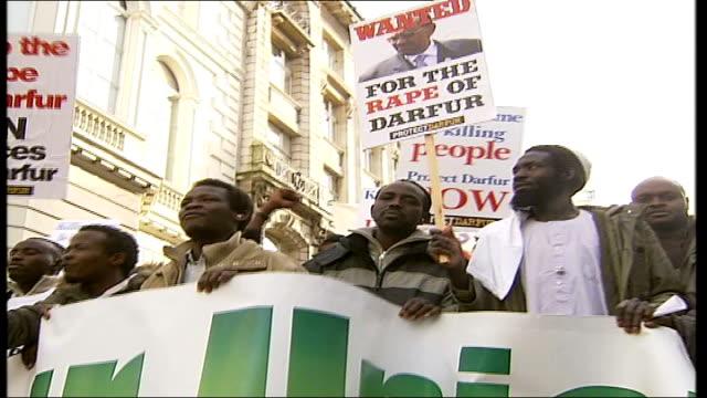 vídeos de stock, filmes e b-roll de worldwide protests at governmentcondoned rapes gunmen kill civilians england london whitehall ext sudanese protestors sound rape alarms during... - stop placa em inglês