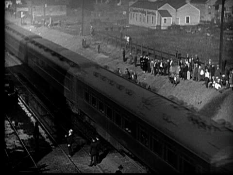 ms, b&w, daring police officer escaping from burning building using wire, 1920's  - 1926 stock-videos und b-roll-filmmaterial