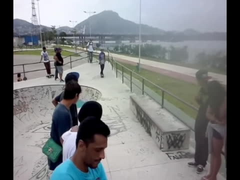 A daring trick on a skateboard doesn't quite work out and the result is very funny