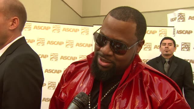 vidéos et rushes de darius 'deezle' harrison on his award, the story behind 'lollipop' at the 26th annual ascap pop music awards at hollywood ca. - ascap