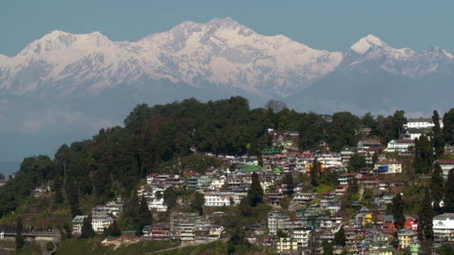 darjeelig view from train station - westbengalen stock-videos und b-roll-filmmaterial