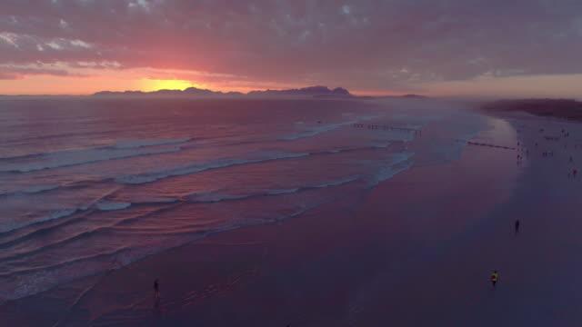 Donker en diep zonsondergang, net als de Oceaan