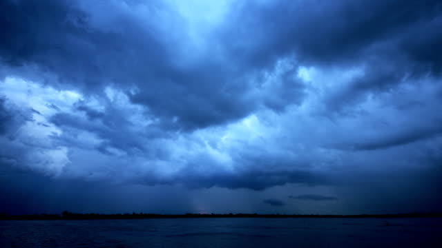Donkere wolk op Lake Time Lapse