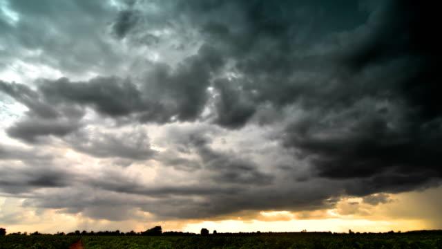 Dunkle Wolken Zeitraffer