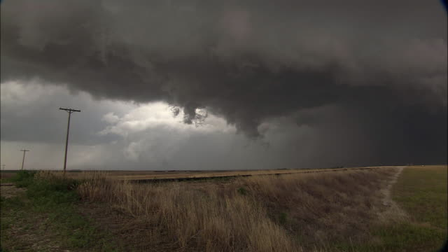 WS Dark clouds swirling and forming into funnel, possibly tornado in formation, Manhattan, Kansas, USA