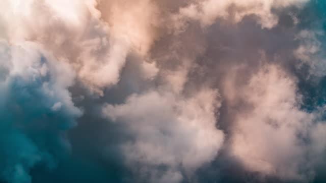 dunkle wolken - abgas stock-videos und b-roll-filmmaterial