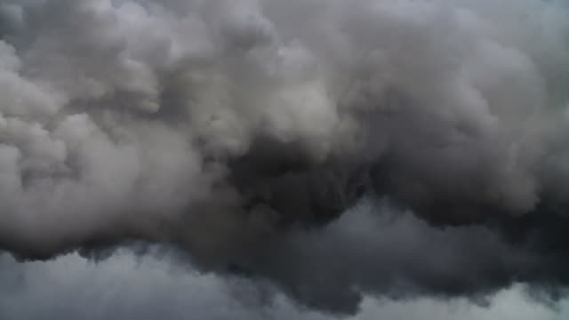 dunkle wolken - storm cloud stock-videos und b-roll-filmmaterial