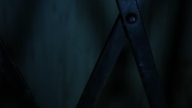 vídeos de stock e filmes b-roll de dark elevator going up - portão
