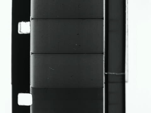 stockvideo's en b-roll-footage met dark film sprockets with frames and countdown - sprocket