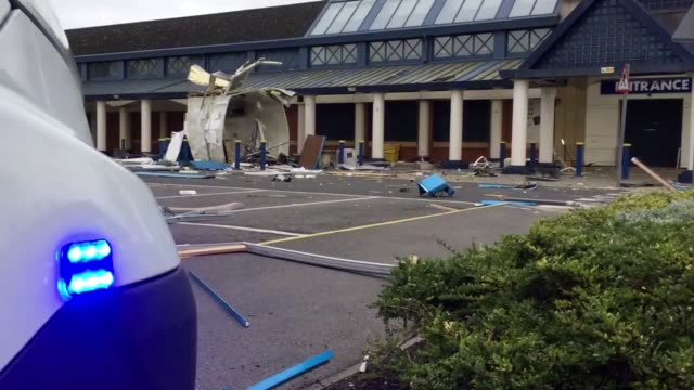 """darlington locals reported feeling the blast """"over two miles away"""" after a suspected explosive attack on a cash machine. - darlington nordostengland stock-videos und b-roll-filmmaterial"""