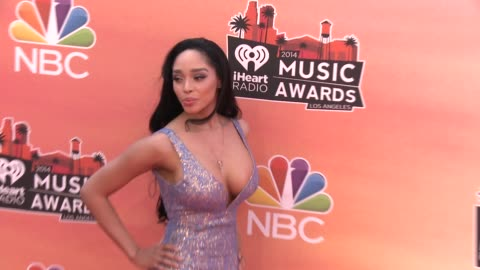 vidéos et rushes de darnaa at the 2014 iheartradio music awards - arrivals at the shrine auditorium on may 01, 2014 in los angeles, california. - shrine auditorium