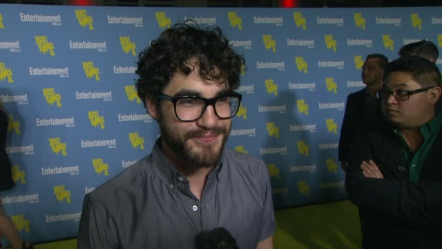 stockvideo's en b-roll-footage met darren criss on being a part of the entertainment weekly party, his most exciting moment at comic con, his funniest/craziest fan experience, what... - entertainment weekly