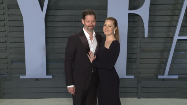 vídeos de stock, filmes e b-roll de darren le gallo, amy adams at 2018 vanity fair oscar party in los angeles, ca 3/4/18 - 2018