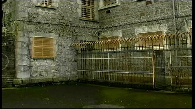 dartmoor prison criticised in report england dartmoor dartmoor prison courtyard of prison pan int gvs prison atrium gv empty cell - dartmoor stock videos & royalty-free footage