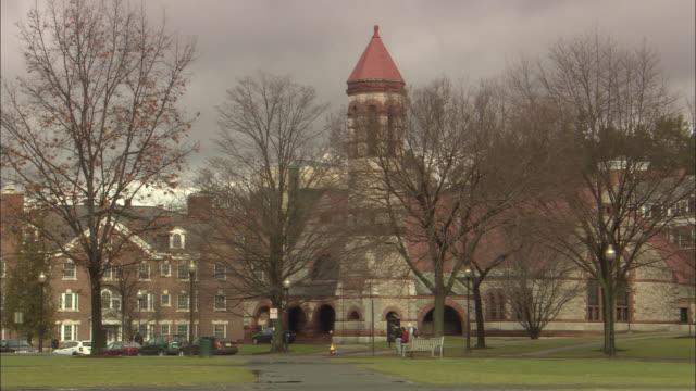 vídeos de stock e filmes b-roll de atmosphere dartmouth college campus - dartmouth
