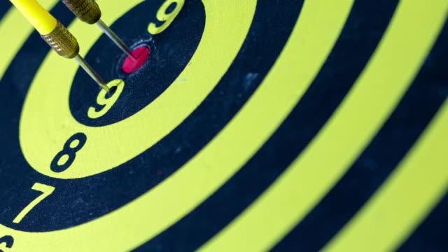 股の真ん中 zi:darts。 - ダーツバー点の映像素材/bロール