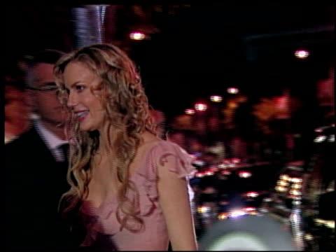 vídeos de stock e filmes b-roll de daryl hannah at the 2002 academy awards vanity fair party at morton's in west hollywood california on march 24 2002 - festa dos óscares da vanity fair
