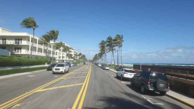 dashboard camera point of view of buildings along the palm beach coastline. - süden stock-videos und b-roll-filmmaterial