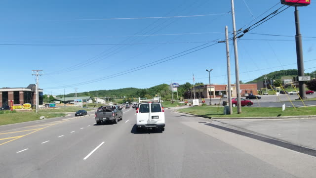 stockvideo's en b-roll-footage met dashboard camera point of view of commercial signs along the road amid the 2020 global coronavirus pandemic in usa - winkelbord