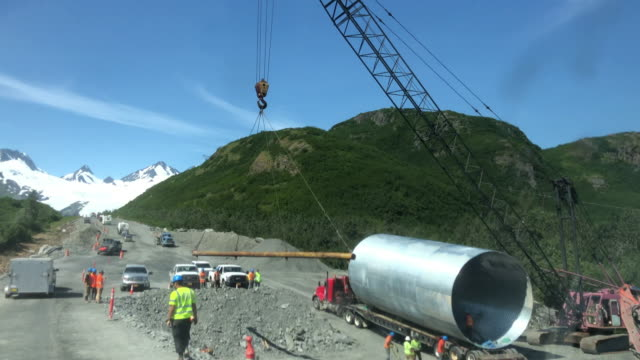 stockvideo's en b-roll-footage met dashboard camera point of view of snowcapped mountain and road construction in alaska - alaska verenigde staten